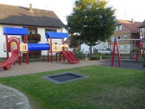 Spielplatz Nassach 1 (direkt Gegenüber)
